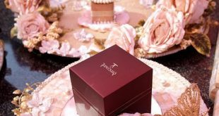 Set your engagement ring boxes on a pretty platter with floral decor-don't miss ...