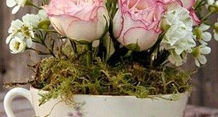 Arranjos florais em xícaras - Blog Pitacos e Achados - Acesse: pitacoseachados....