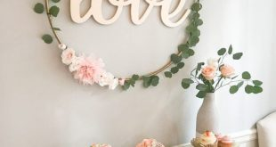 DIY Hula Hoop Love Sign – erröten und Gold Bridal Shower Decor – Julie Hodson Stam