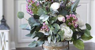 Elegantes Mittelstück mit wunderschönen Blumenmotiven. Ich habe die strukturie...