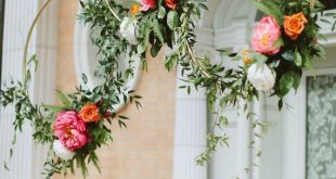 Gold hoops with flowers. Seriously, how stylish can a wedding get?! Photo: Paig...
