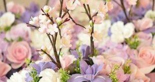 wunderschöne Blumendekoration für eine Hochzeit im Frühling #Frühlingshochze...